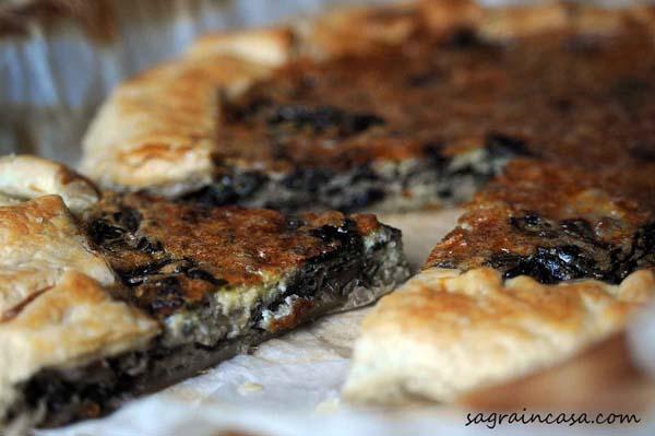 Tart with gorgonzola and radicchio