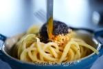 Spaghetti cacio&pepe with a crispy egg yolk